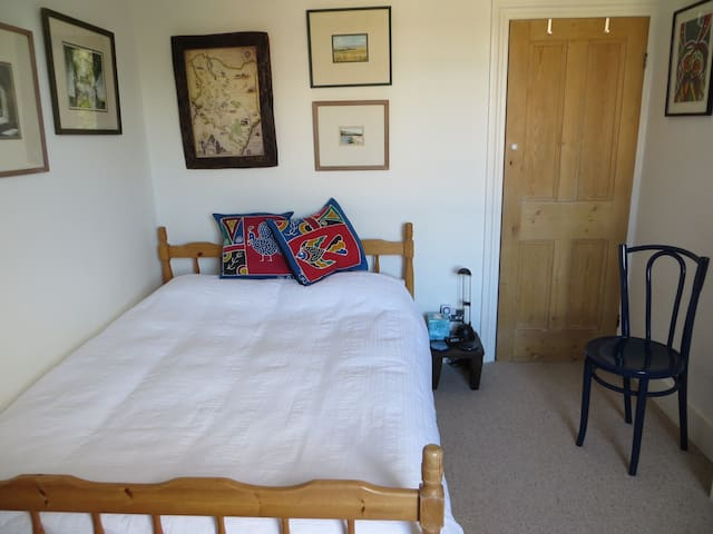 Cosy Double Room in Victorian house - Surbiton
