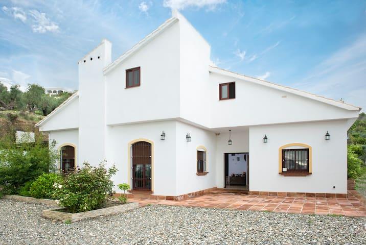 FANTASTIC HOME IN SIERRA DE LAS NIEVES MALAGA - Alozaina - House