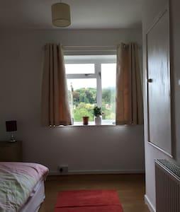 Peaceful single room in family home - Batheaston