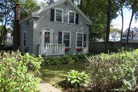 Nanna's Cottage - Glens Falls - Casa