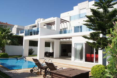 Spacious villa, private pool and beautiful view