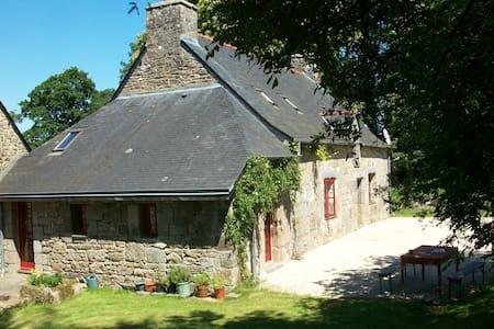 Private room - Plélauff - Maison