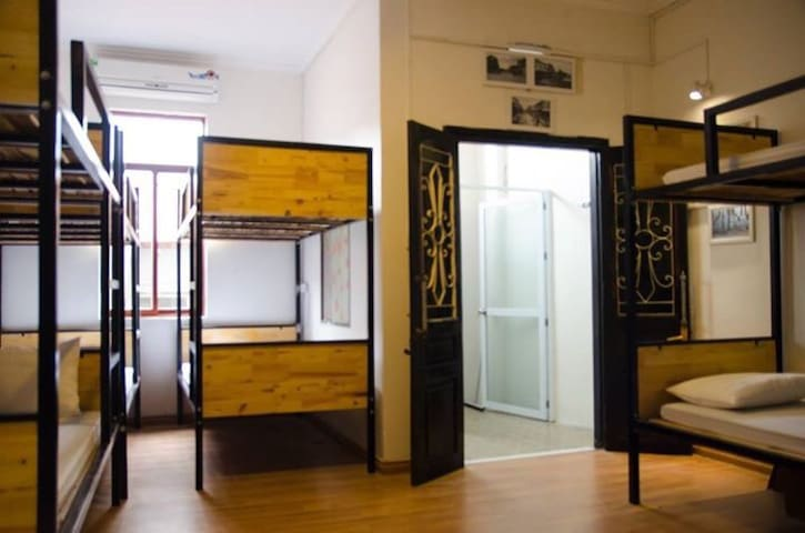 Central comfortable dorm w FREE breakfast & lunch!