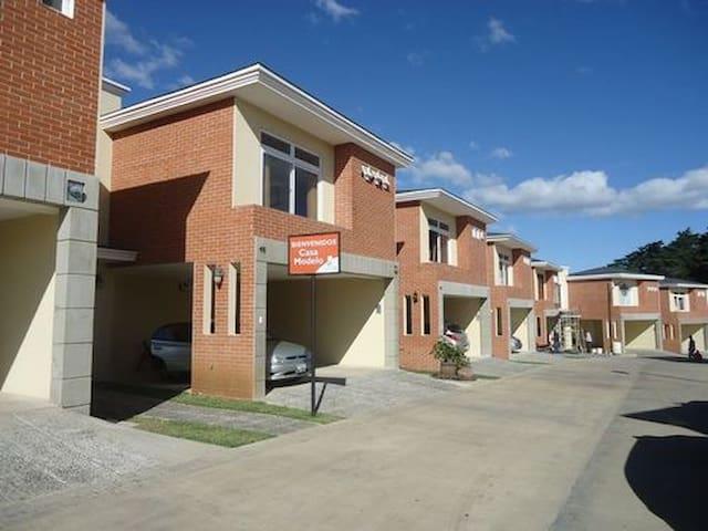 Habitación en Carretera al Salvador - Fraijanes - Casa