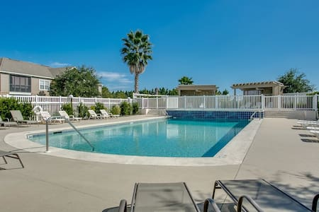 Spacious 3BR/2BA Luxury Condo-113 - Foley