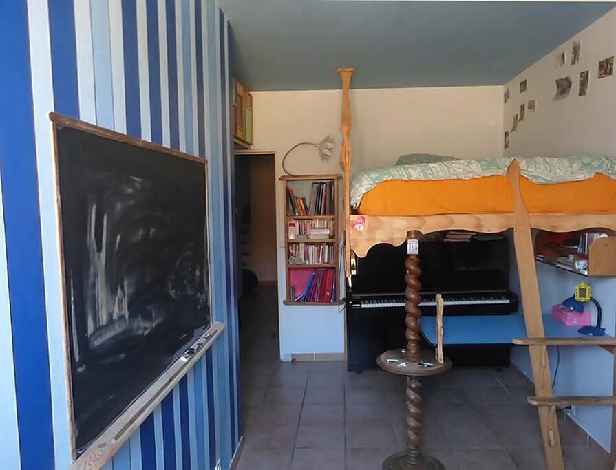 Chambre mezzanine et Piano