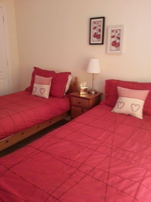 Twin bedroom - Built in wardrobe
