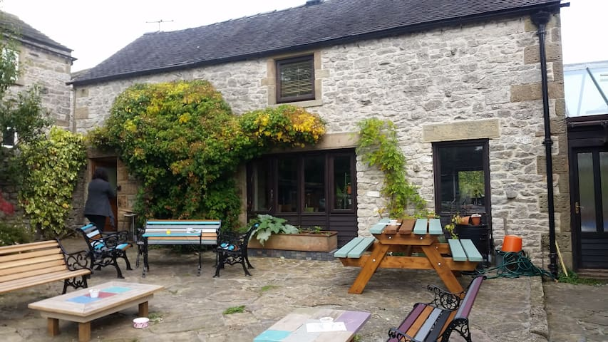 Molly Moo's Tearooms and B & B - Middleton-by-Youlgrave - Bed & Breakfast
