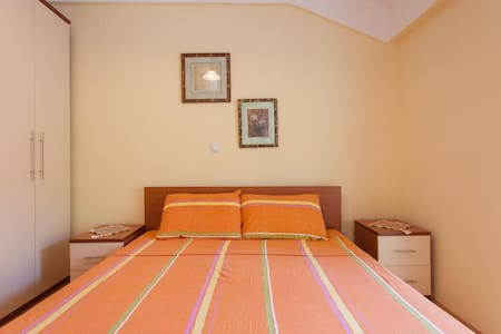 Gjole Apartmens (Apartment 2) - Lagadin