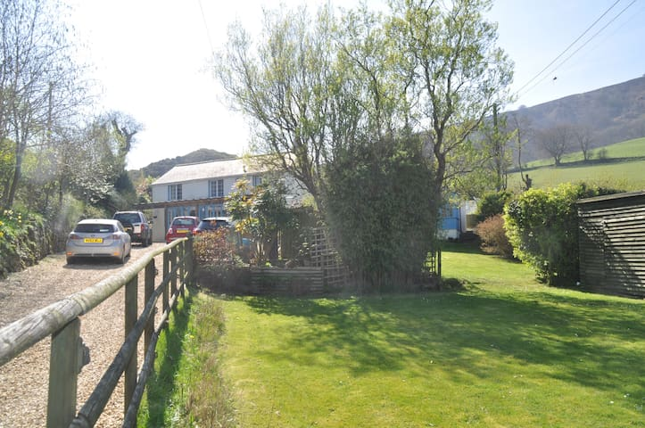 Superb Country House & Annexe with amazing views - Pontypool - Ferienunterkunft