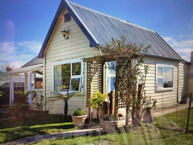 Beautiful cottage with country view - Riwaka