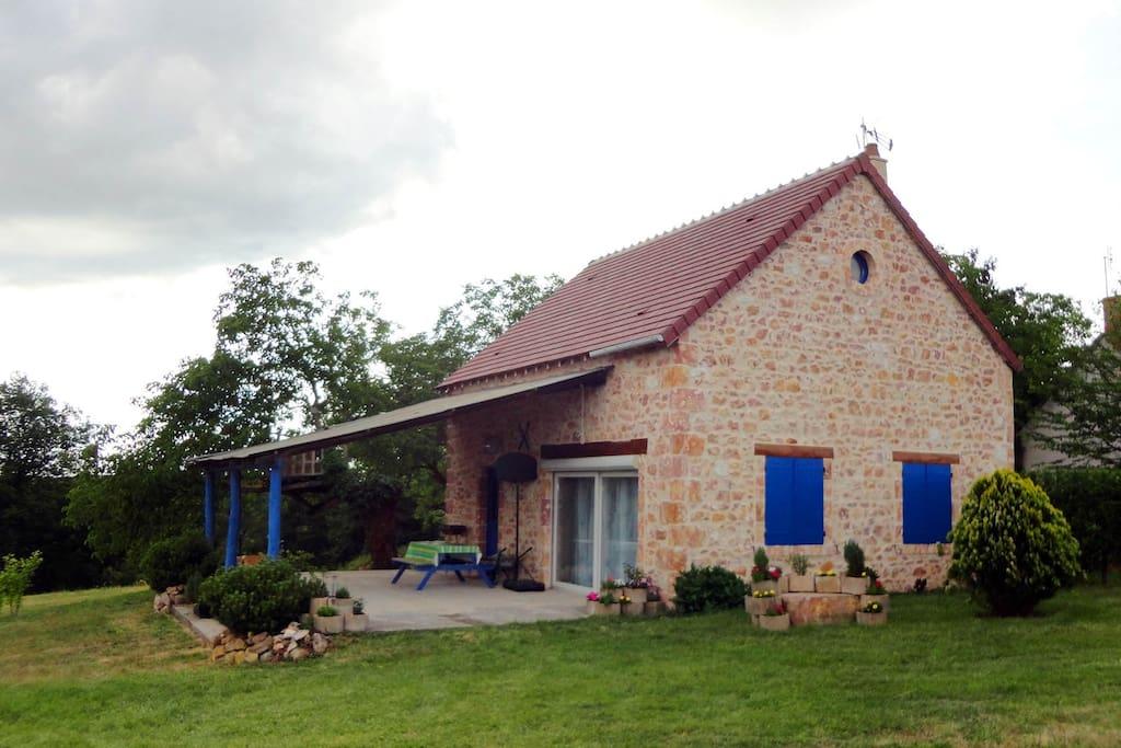 jolie grange restaur e houses for rent in saulzais le potier centre france. Black Bedroom Furniture Sets. Home Design Ideas