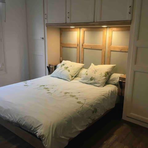 Chambre en espace ouvert Lit électrique , literie grand confort