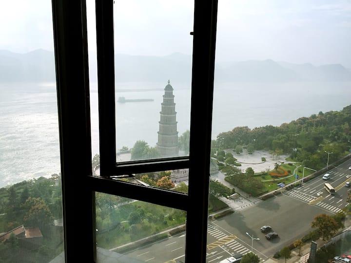 全宜昌一线江景豪宅, 可独揽宜昌历史悠久的天然塔。最是阳春好风景~