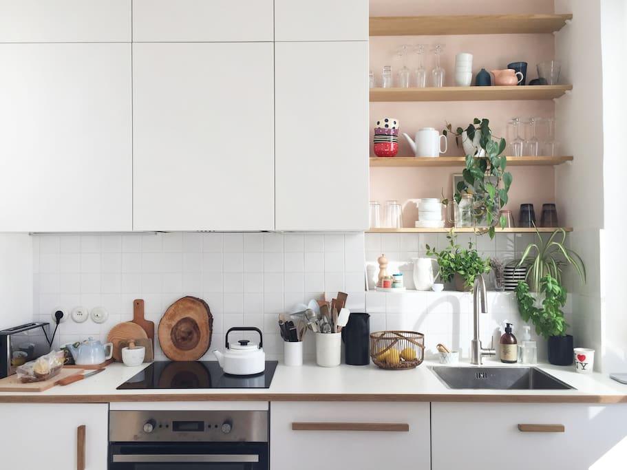 La cuisine (lave-vaisselle, micro-ondes, table à induction, four, grille-pain...)