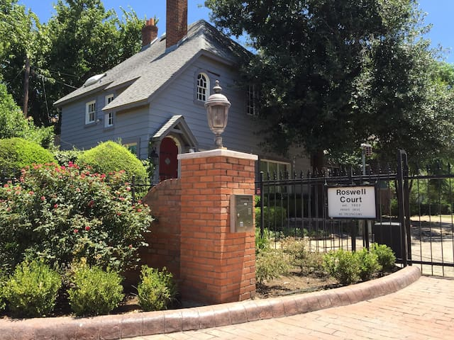 Historic Oaklawn Home on Gated Lane