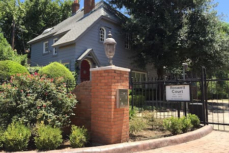 Historic Oaklawn Home on Gated Lane - Dallas - Casa