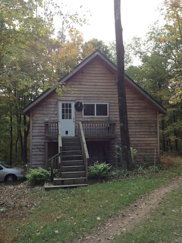 Sunny, quiet cabin in the woods. - Berkeley Springs - Kabin