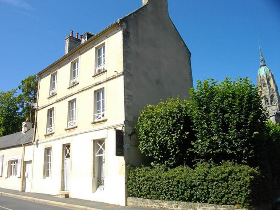 Chambre d 39 h tes double bed and breakfasts for rent in for Chambre d hote bayeux calvados
