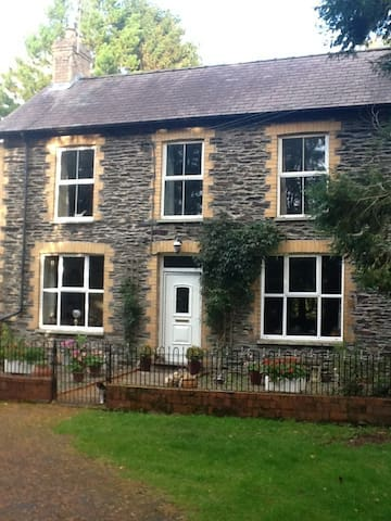 Stone Farmhouse down a quiet lane - Pencader - Bed & Breakfast