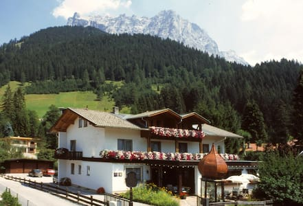 Cosy B&B on sunny side of Zugspitze - Ehrwald