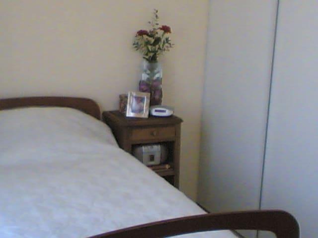 Chambre accessible aux perso. Handi -  La Neuville-en-Tourne-à-Fuy - Rumah