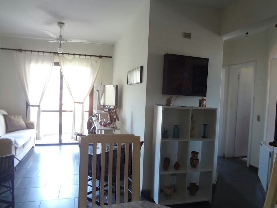 vista da sala e corredor acesso aos quartos e banheiros