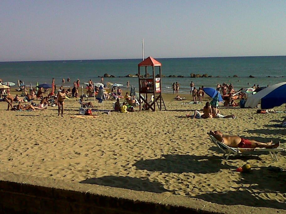 Spiaggia a circa 100 m dall'appartamento