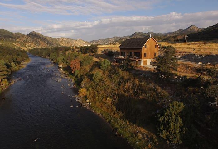 Luxury lodge on the Arkansas River