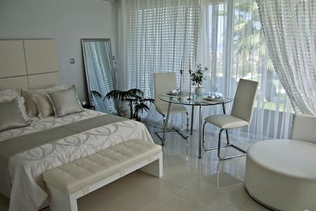 Reveli estate white suite - Kalathas