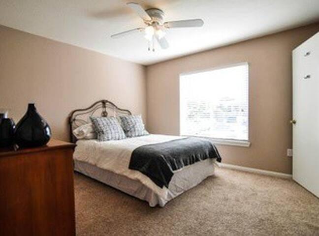 Gameday Rental! Four bedroom/bath! - College Station - Condominio