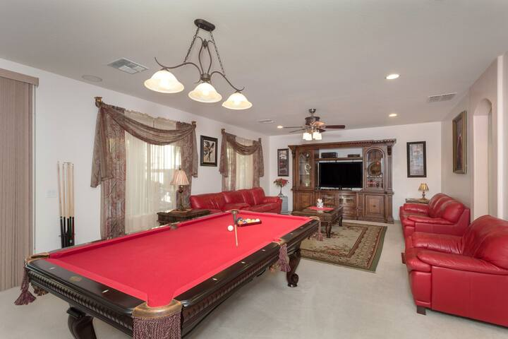 Living entertainment room with Billiard, video games and sound surround