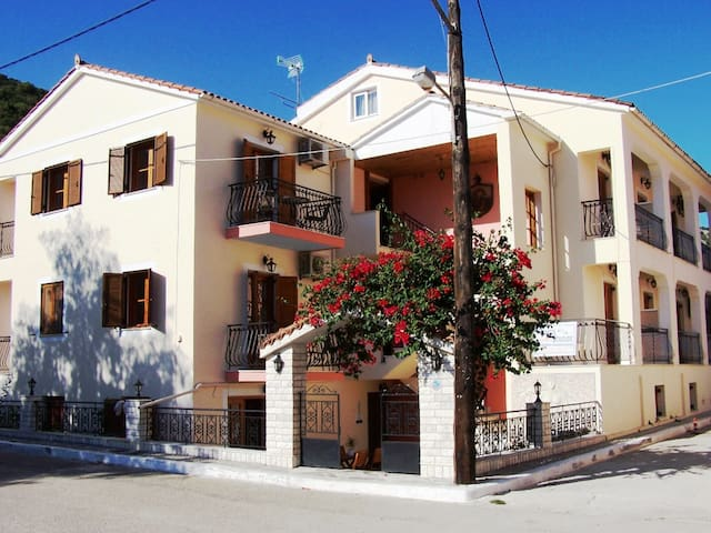 Alexatos  Apartments close to the center & seaside - Agia Effimia - Apartamento