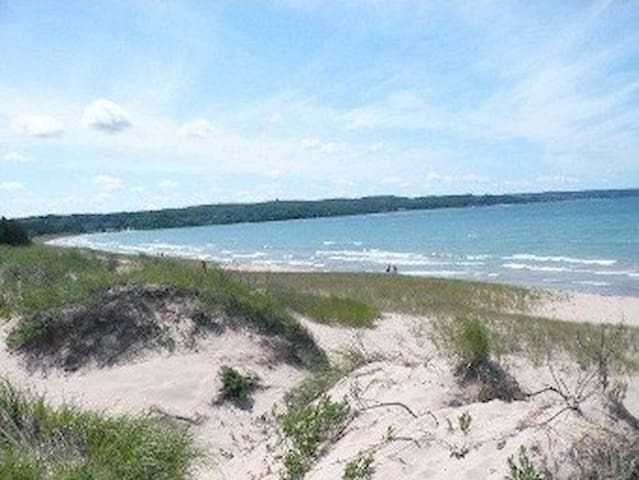 CHALET-WALK TO LAKE MICHIGAN BEACH!