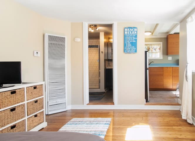 Spacious bedroom with full bath & full kitchen with breakfast nook