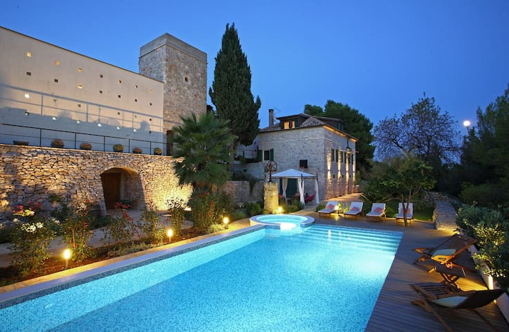 Villa Dojmi on island Vis, Croatia - วิส - วิลล่า