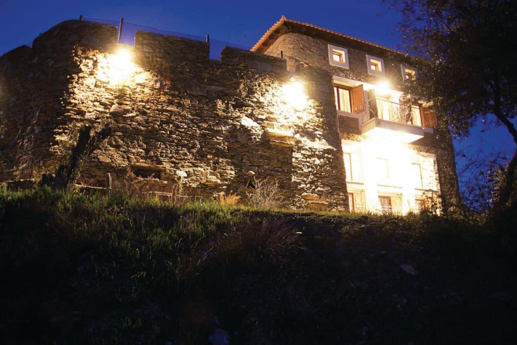 Το κάστρο από γης