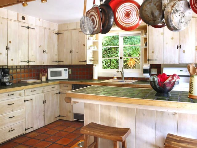 EASY DAYS: Sunny Deck | Hot Tub | Fireplace - Guerneville - House