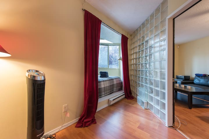 Central Downtown Condo w/ Parking - Vancouver - Apartment