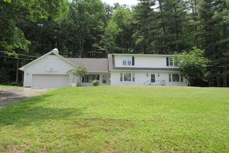 Cozy large home off of main st. - Narrowsburg