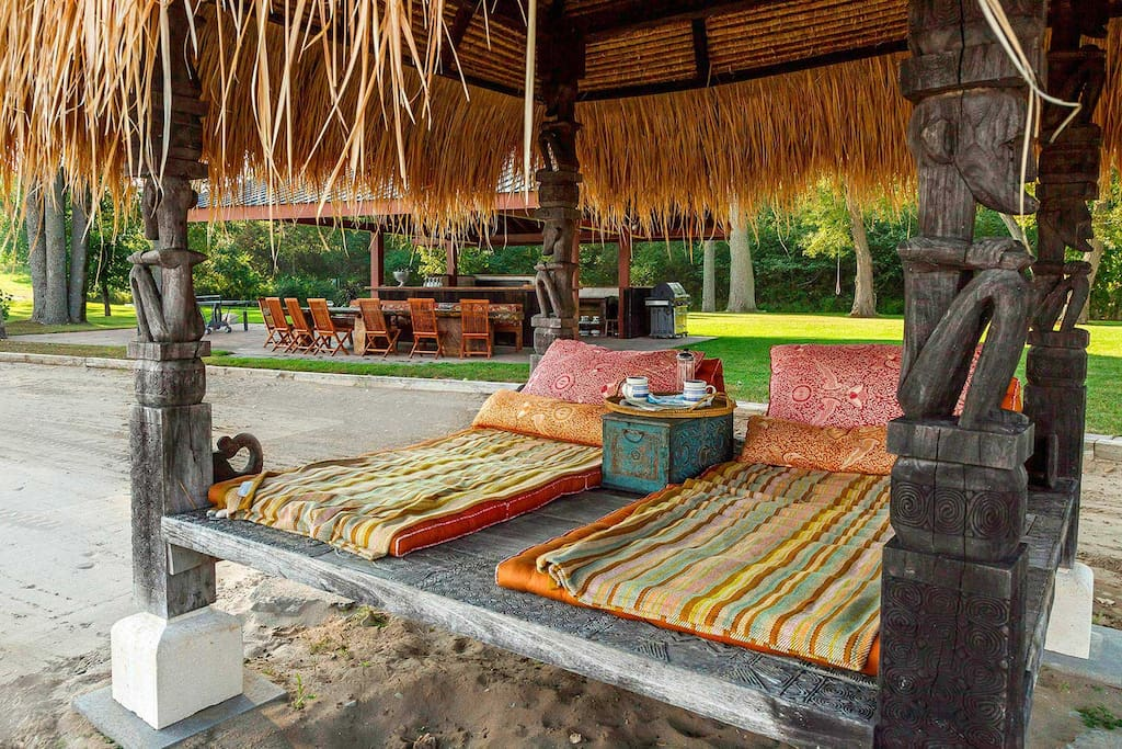 Sitting sweet in the authentic Balé grass roof lounger right on the beach