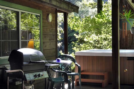 EDGEWATER CABIN Creekfront View|Hot Tub|Redwoods - Casa