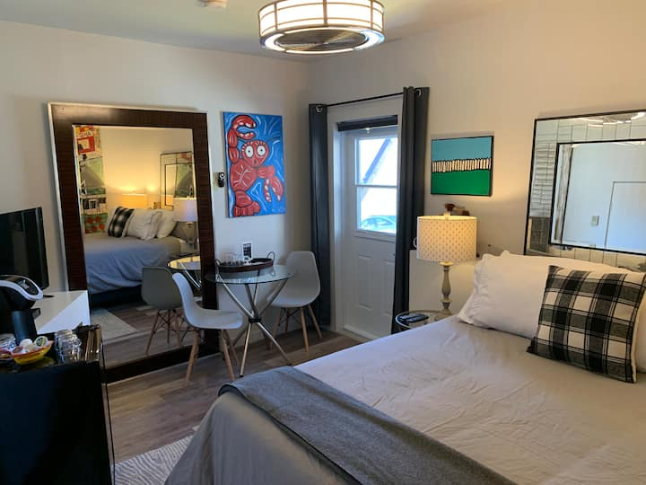 Lincoln suites one room retreat  unit 2