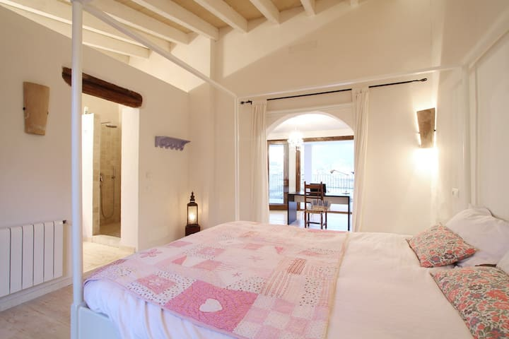 Stunning double room with terrace and living area - Pollença, Mallorca