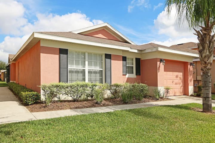 Villa Alexa 3 Bedroom Pool Home nr Disney