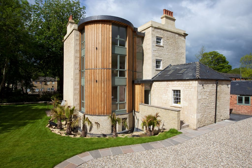 Main grade II Listed Building - Modern Rear Extension