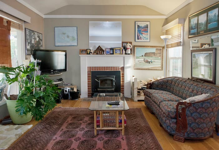 Nestled in the hills of San Leandro - Oakland - House