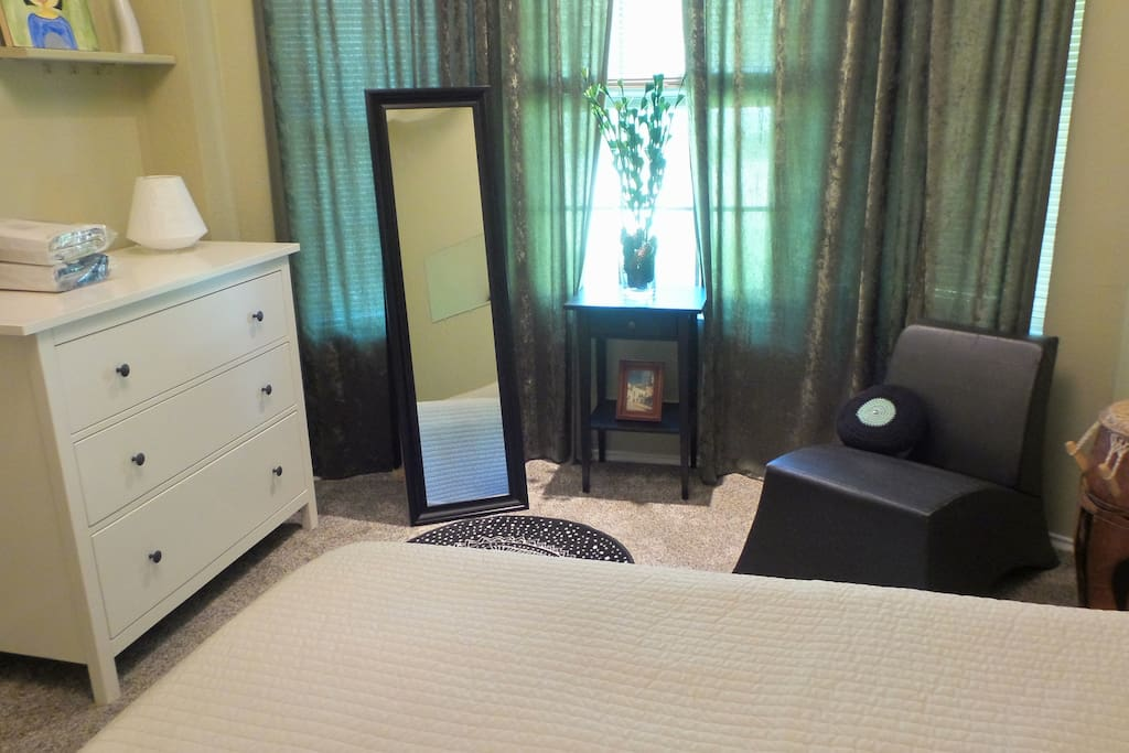Another view of the guest bedroom available for you.