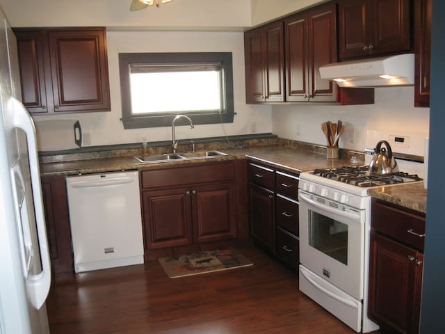 7 Bedroom/5.5 Bath House Near Stowe - Houses for Rent in Waterbury ...