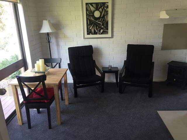 Sunny 1 Bedroom apt in Geelong